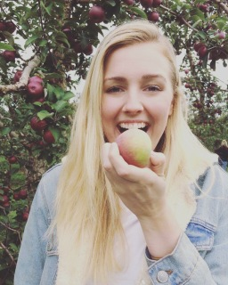 MY FAVOURITE SEASON IS HERE – Apple Picking